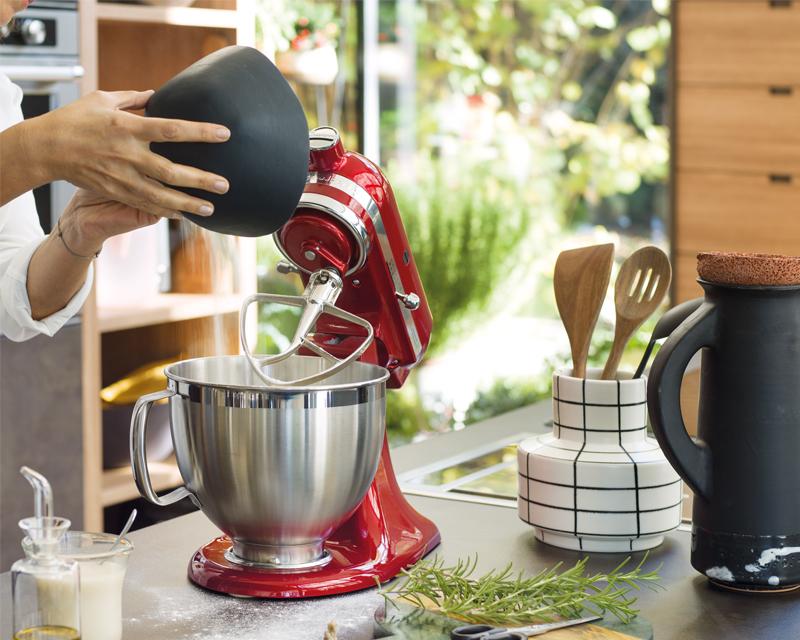 Jedes kitchenaid gerät wird liebevoll von unseren hochqualifizierten handwerkern hergestellt jedes stück wird akribisch geprüft damit es absolut