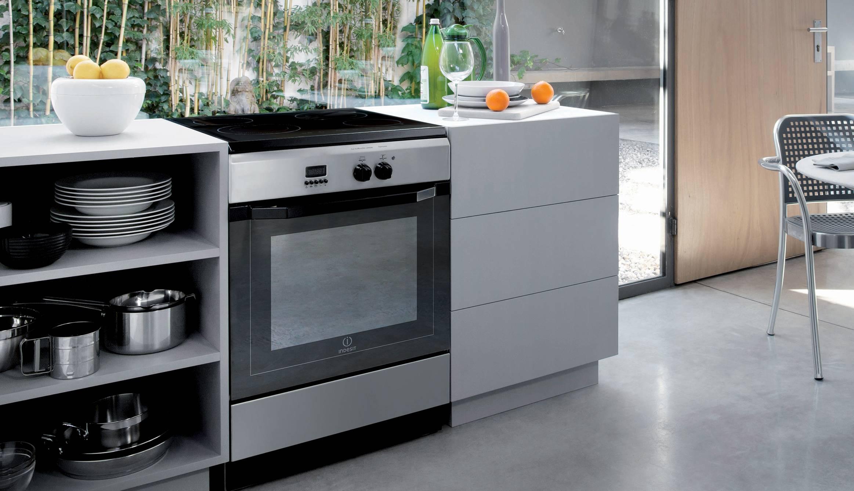 Cucina a gas con forno elettrico pureglass indesit indesit elettrodomestici per la casa e - Cucine a gas indesit ...