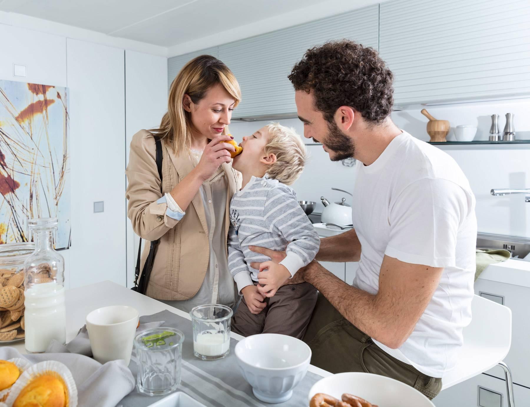 des solutions pour tous les jours lave vaisselle indesit. Black Bedroom Furniture Sets. Home Design Ideas